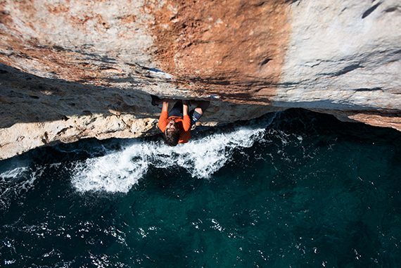 Climb and sail in Majorca, deep water solo capital
